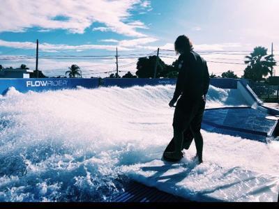 Inauguran simulador de surf en Arroyo