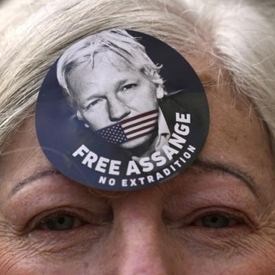 Estados Unidos pide a un tribunal británico que permita la extradición del fundador de WikiLeaks