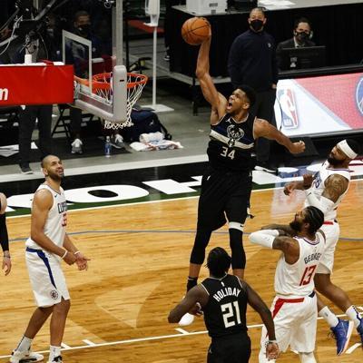 Antetokounmpo lidera remontada de Bucks sobre Clippers