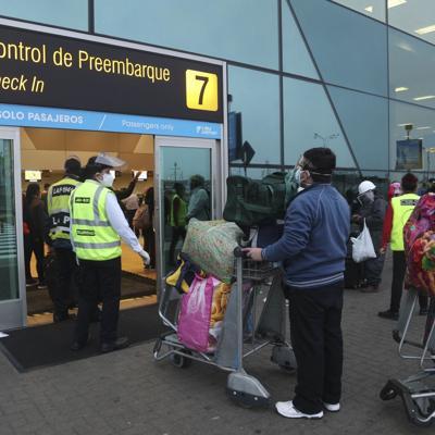 Perú reabre transporte masivo de pasajeros
