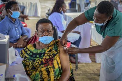Escasean las vacunas contra el covid-19 en los países más pobres del mundo