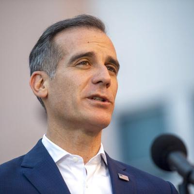 Alcalde de Los Ángeles impone toque de queda en medio de protestas