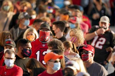 Autoridades suplican no hacer reuniones para ver Super Bowl