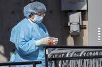 Estudian usar el plasma de pacientes recuperados