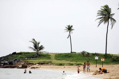 Cierran acceso a El Escambrón por fuertes marejadas
