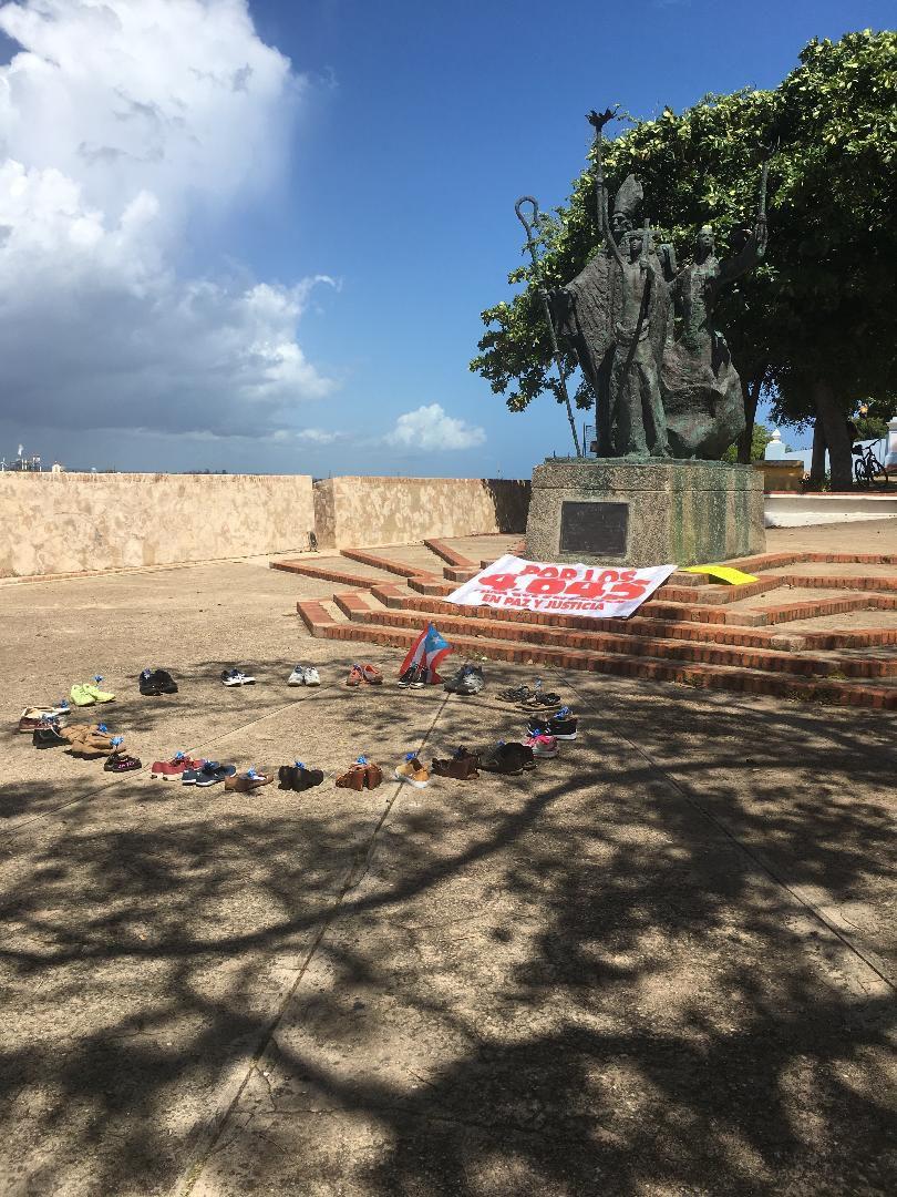 Cementerio simbólico en La Rogativa por los muertos de María