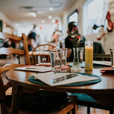 Anuncian feria de empleo para llenar sobre 4,000 plazas en restaurantes