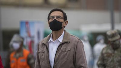 Presidente de Perú sobrevive a proceso de destitución