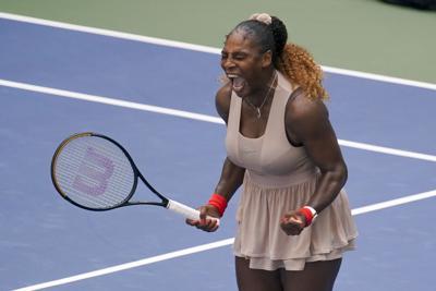 Serena saca fuerzas al final y avanza en el US Open