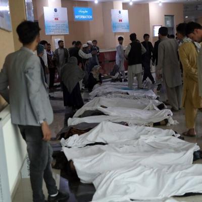 Suben a 50 los muertos en el ataque a una escuela de Kabul