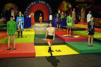 Dior da un toque colorido a la Semana de la Moda en París
