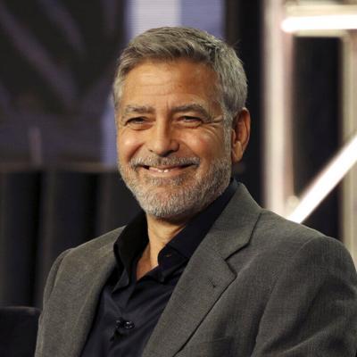 George Clooney revela que él mismo se recorta el cabello