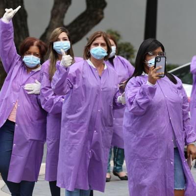 Gobernadora firma medida para incentivo a profesionales de la salud