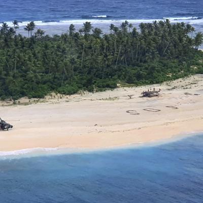 Rescatan a tres hombres varados en una isla del Pacífico