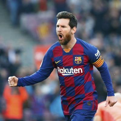 España contempla regreso de fanáticos a estadios de fútbol