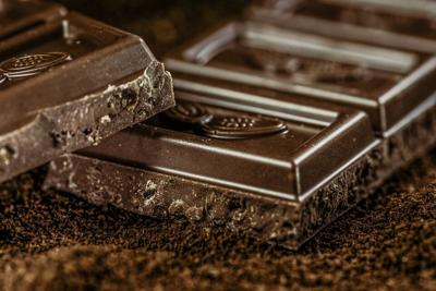 Falla en fábrica de chocolate causa peculiar nevada en Suiza