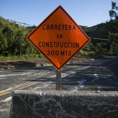 Trabajos de construcción en tramo de Caguas a San Juan