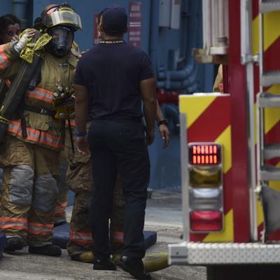 Fuego destruye farmacia en Fajardo