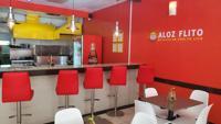 El diseño del salón presenta cocina abierta y sienta 60 comensales.
