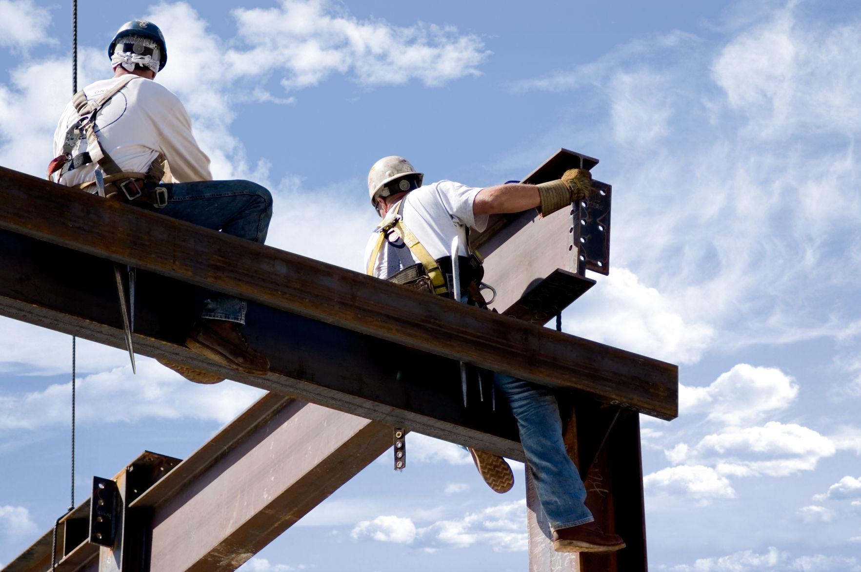 Constructores abogan por no dejar caer el sector