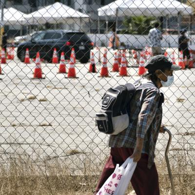 Ordenan pruebas en centro de migrantes en California
