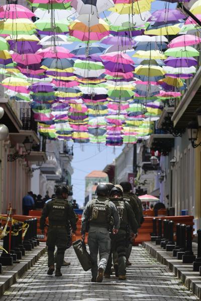 Regresan las sombrillas de colores al Viejo San Juan