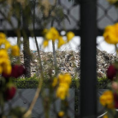 Los familiares de las víctimas de Champlain Towers rechazan un trueque en terrenos de edificio colapsado