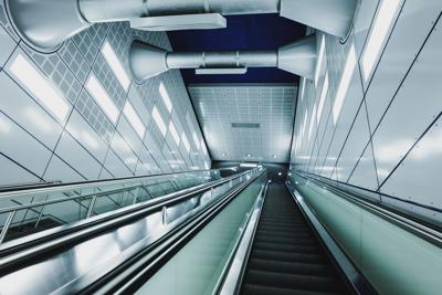 Orina daña escaleras eléctricas de metro en Ciudad de México