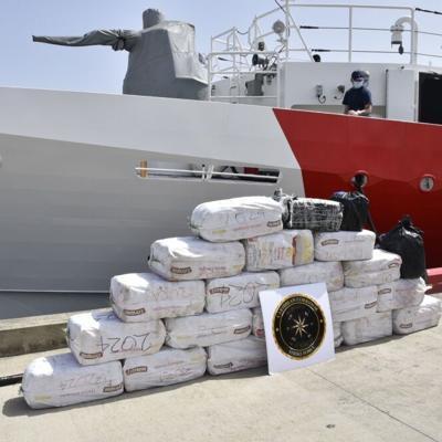 Guardia Costera desembarca cargamento de cocaina en San Juan
