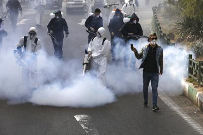 Cientos de iraníes mueren por tomar metanol para combatir el Covid-19