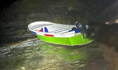 Encuentran embarcación abandonada en playa de Quebradillas