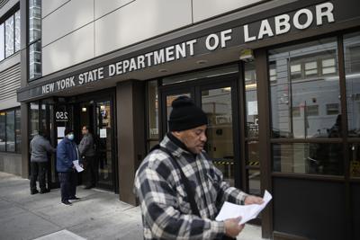 Ascienden a 3.3 millones las solicitudes por desempleo en Estados Unidos
