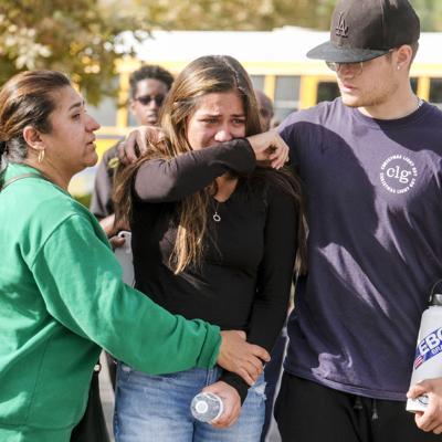 Mueren dos estudiantes en tiroteo en escuela de California