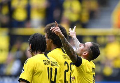 Dortmund arranca campaña con triunfo de 5-1 sobre Augsburg