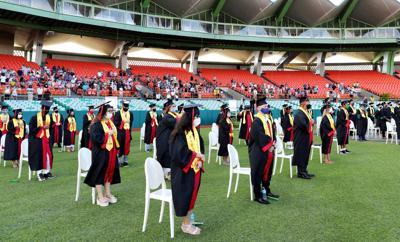 San Juan celebra graduación de cuarto año en el Hiram Bithorn