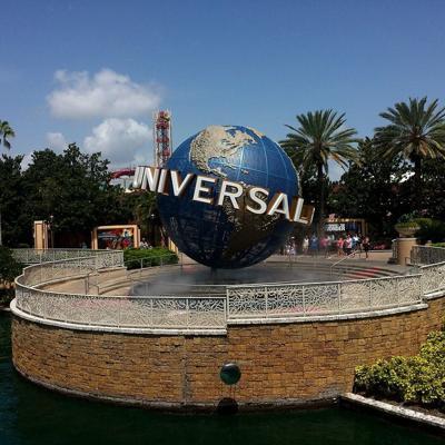 Universal Studios no exigirá el uso de mascarillas en espacios abiertos