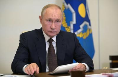 Vladimir Putin reporta docenas de casos de covid-19 en su equipo de trabajo