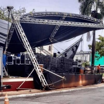 Fiestas de Fajardo continúan hasta mañana por caída del techo de la tarima principal