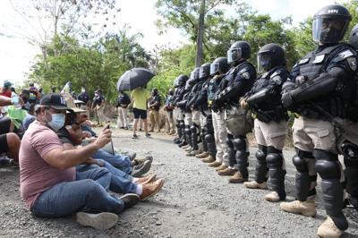 Protestan contra LUMA en las inmediaciones de la base Muñiz