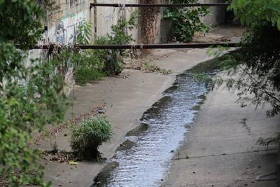 Denuncian corriente de aguas sucias en Toa Alta