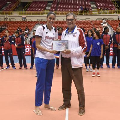 Neira Ortiz y Shara Venegas reciben galardones