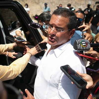Pierluisi pide celeridad a las agencias que intervienen en el conflicto por la piscina de Rincón