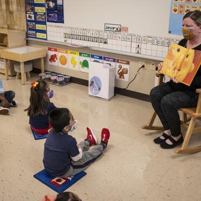 Sindicato de maestros aprueba reabrir secundarias en Chicago