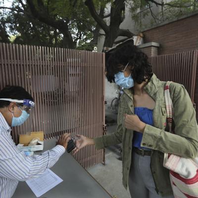 India agrega 587 muertes por el virus en un día