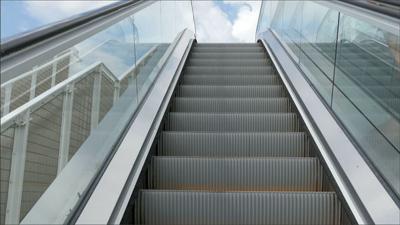 Buscan regular industria de ascensores y escaleras eléctricas