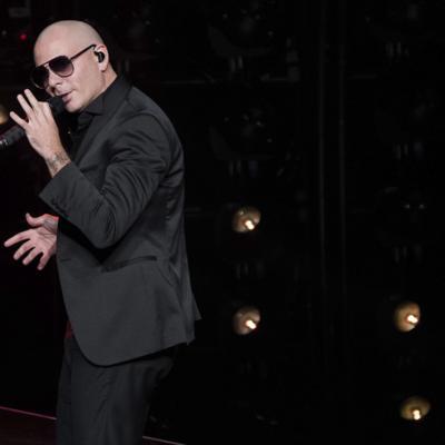 Pitbull se asocia con equipo de NASCAR