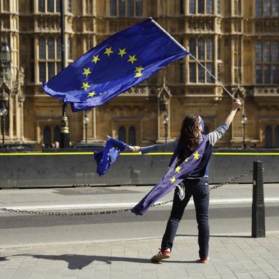 Líderes de la UE firman acuerdo para Brexit a puerta cerrada