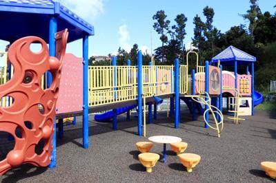 Barranquitas inaugura área de juegos para niños con necesidades especiales