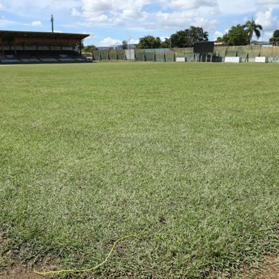 Estadio Solá Morales regresa a la grama natural