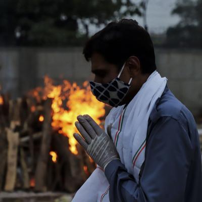 India bate un nuevo récord diario de decesos por coronavirus